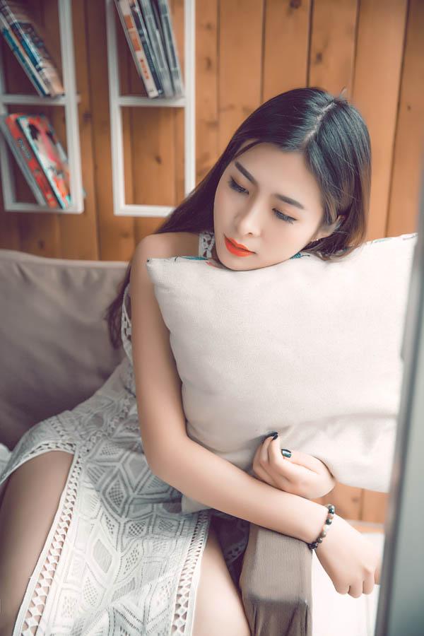 美女嫩模长裙飘逸唯美图片写真秀 咖啡馆少女写真大秀长腿