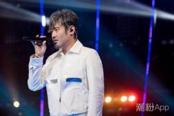 刘昊霖儿时歌词是什么意思 吴秀波汪峰两版唱功对比