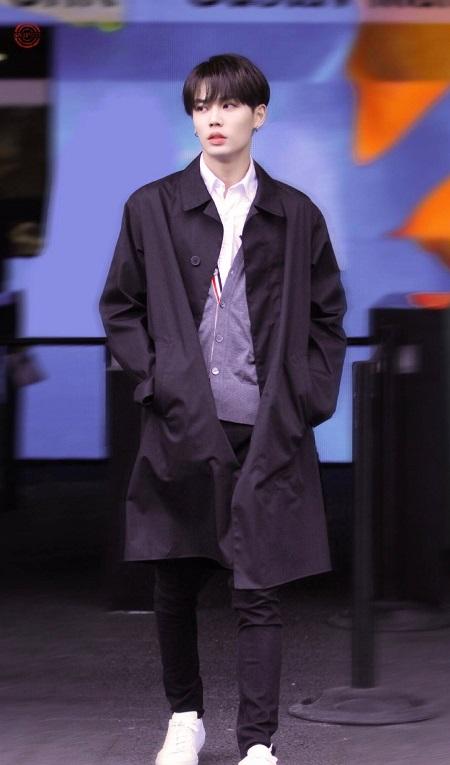 林彦俊完美展现时尚穿搭,是会搭配的优秀小橘没错了